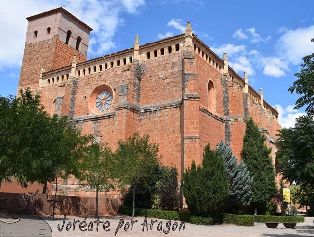 Imagen exterior de la iglesia de San Miguel, en la parte alta del casco urbano de Ibdes.