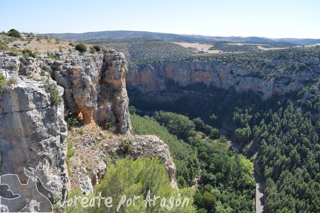 Vista desde el Mirador de los Buitres, con el cañón del río Mesa a los pies.