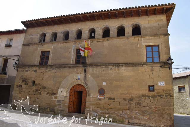 Fachada del ayuntamiento de Luesia.