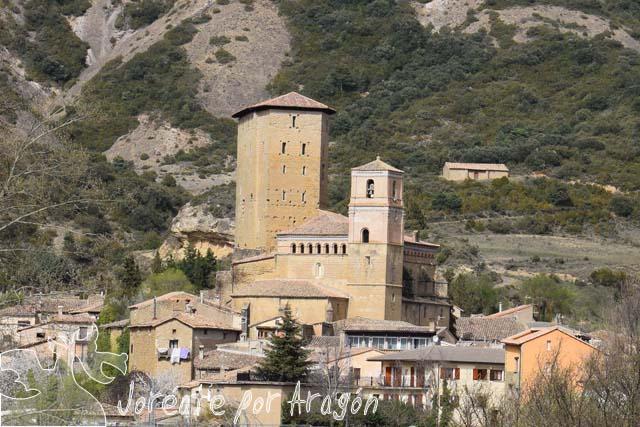 Vista de Biel, con la torre y la iglesia de San Martín en el centro.