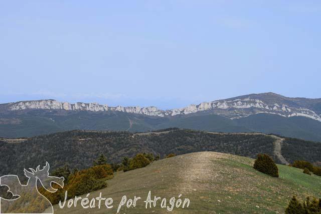 Vista desde Puig Moné en dirección al norte, con la Sierra de Santo Domingo.